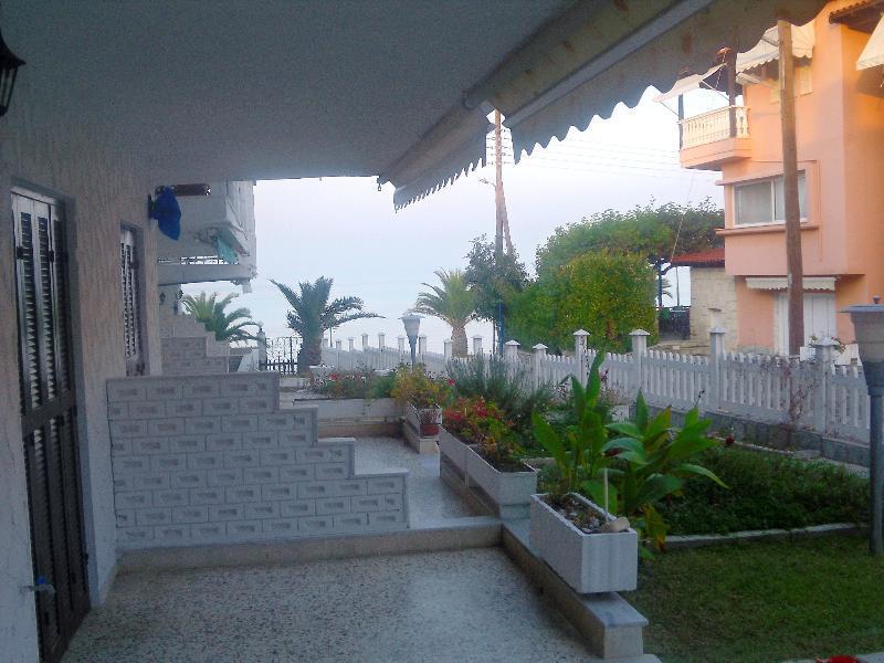 Дом в остров Полихроно недорого
