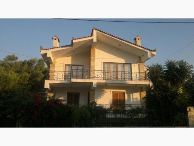 Дом в деревне остров Рафина недорого